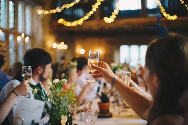 jak ubrac sie na wesele
