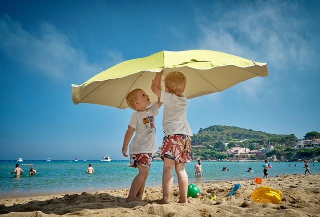 Pakowanie walizki na wakacje z malym dzieckiem
